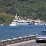 Blick von der Gebirgsstraße auf die Küste der Adria (ME)