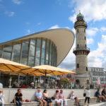 """Warnemünde (D) – der Leuchtturm und der """"Teepott"""""""