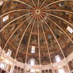 Im Baptisterium von Parma