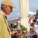 Kolberg – Drehorgelmann am Strand