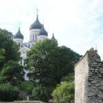 Tallinn (EST) – Stadtmauer zur Altstadt – im Hindergrund Alexander-Newski-Kathedrale