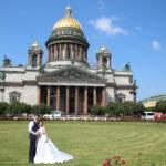 St. Petersburg (RUS) – Isaakskathedrale mit Brautpaar