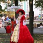 St. Petersburg (RUS) – die Dame hat sich umgezogen