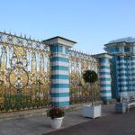 Puschkin (RUS) –  Katharinenpalast (Zarskoje Selo) – abends am Zaun