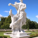 "Białystok (PL) – Skulptur ""Lisa bekommt ein Leckerli"""