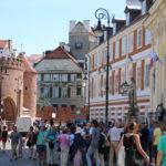 Warschau (PL) – Altstadt auf dem Weg zum Markt