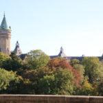 Luxemburg (L) – Der Turm gehört nicht zu einem Schloss, sondern zur Sparkasse