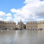 """Bordeaux (F) – Place de la Bourse mit dem """"Miroir d'Eau"""""""
