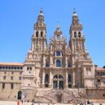 Santiago de Compostela (E) – Die Kathedrale – (mit einer Grabstätte, die dem Apostel Jakobus zugeschrieben wird) und zugleich Ende des Jakobsweges