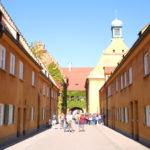 Augsburg (D) – Die Fuggerei (älteste, von Jakob Fugger im Jahr 1521 gestiftete Sozialsiedlung der Welt)