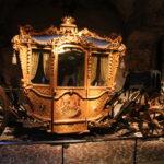 Stockholm (S) – Kleidungs- und Kutschenausstellung im Stockholmer Schloss