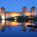 Savonlinna (FIN) – Die Burg Olavinlinna bei Nacht